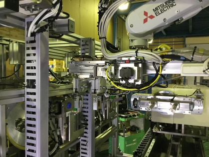 柔軟物を扱うロボット装置